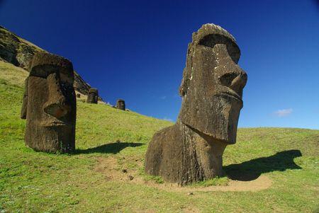 rapanui: Estatuas de la isla de Pascua llamado Moais  Foto de archivo