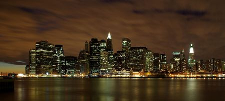 Manhattan skyline at dawn Stock Photo - 5800944
