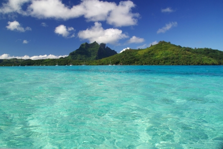 moorea: Shot from the turquoise lagoon of Bora Bora in French Polynesia Stock Photo