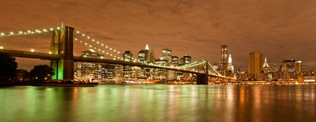 panorama city: Night view of the Brooklyn Bridge with the skyline of New York Behind Stock Photo