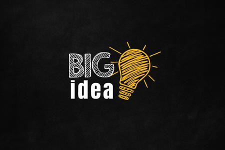 communication: Un concept d'idée grande conçue sur un tableau noir. Big idée aider votre carrière et de résoudre vos problèmes. Un slogan de motivation pour augmenter votre argent. Banque d'images
