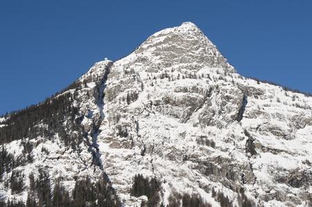 courmayeur: Ch�crouit visto desde Courmayeur, Valle de Aosta, Italia Foto de archivo