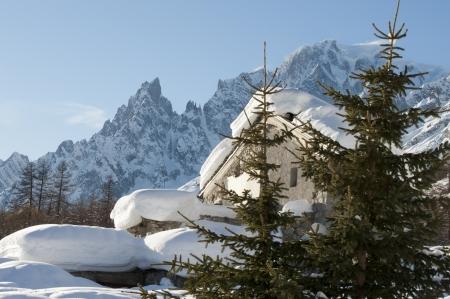 courmayeur: Chalet en Val Ferret Courmayeur, Valle de Aosta, Italia Foto de archivo