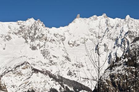 courmayeur: El Mont Blanc visto desde Courmayeur, Valle de Aosta, Italia