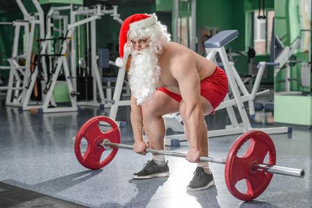 pesas: Culturista Santa en sesión de ejercicios en un gimnasio