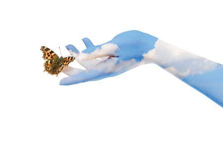 Womans handen te laten van de vlinder zijn vrij om te gaan