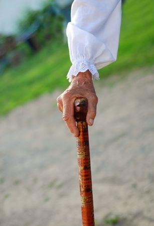 mano de edad de una mujer