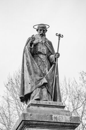 Statue of St. Nilus of Rossano, founder in 1004 of the Exarchic Monastery of Saint Mary in Grottaferrata, Greek Abbey of Saint Nilus, the last Byzantine-Greek monastery in Italy. Basilian Monks. Banque d'images