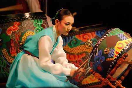 伝統: 釜山韓国伝統舞踊劇場でのパフォーマンス