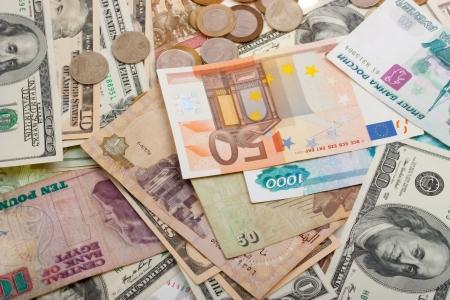 Bank Światowy: Kolekcja różnych pieniądze na tło. Samodzielnie na białym tle.