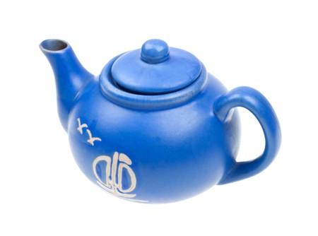 Dok?adniejszy niebieski czajniczek ceramiczne wyizolowanych na bia?ym tle Zdjęcie Seryjne