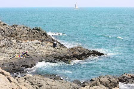 wzburzone morze: Wędkowanie w nieobrabiane morza Zdjęcie Seryjne
