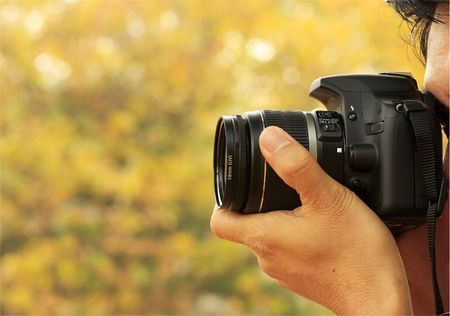 Foto graaf vanuit A Shoot met een digitale camera en een zoom lens