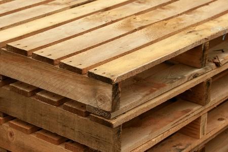 Cerca de dos pilas de paletas de madera Foto de archivo - 11172474