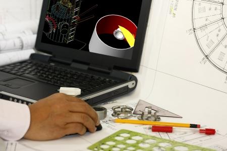 Un ingegnere stesura opere di ingegneria con la modellazione 3d Archivio Fotografico