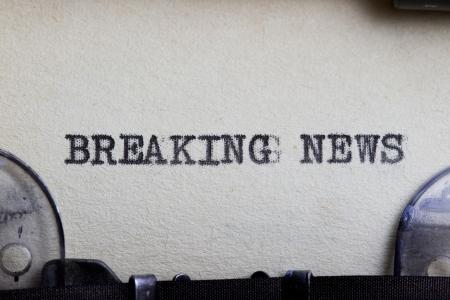 Breaking news type written on a vintage paper. Foto de archivo