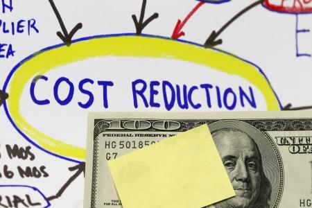 value: Riduzione dei costi di ingegneria astratto valore con schizzo che mostra il processo di