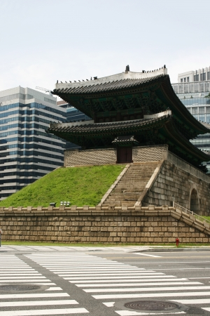 Otherwise known as Sungnyemun Namdaemun - a famous Seoul landmark, taken seven months before it was destroyed by a fire in February 2008  Редакционное
