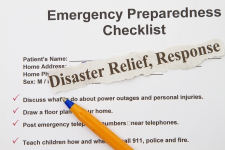 questionaire: Lista de comprobaci�n de preparaci�n para emergencias abstracto con la pluma y la forma