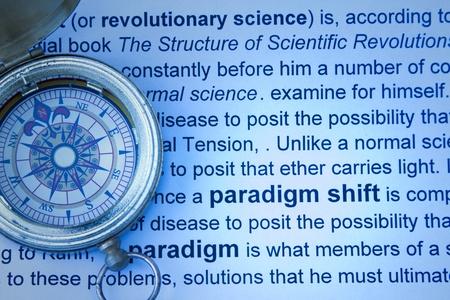 paradigma: Paradigma concepto de cambio con br�jula e imprimir