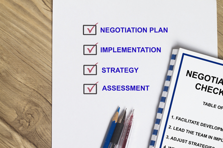 Negotiation checklist on how to win a contract Stok Fotoğraf
