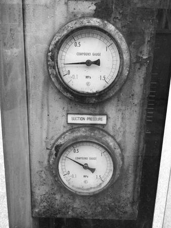 gage: Old vintage pressure gage machine