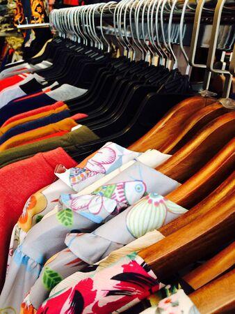 tienda de ropa: Tienda de ropa de moda Foto de archivo