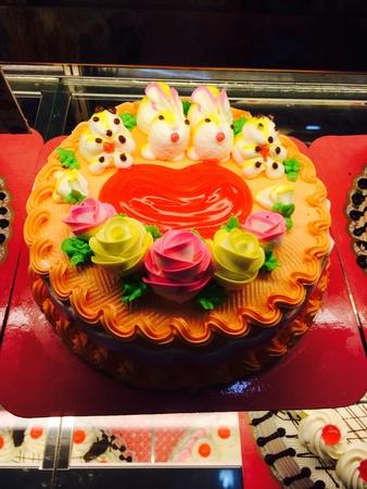 tortas de cumpleaños: Pastel de cumplea?os Foto de archivo