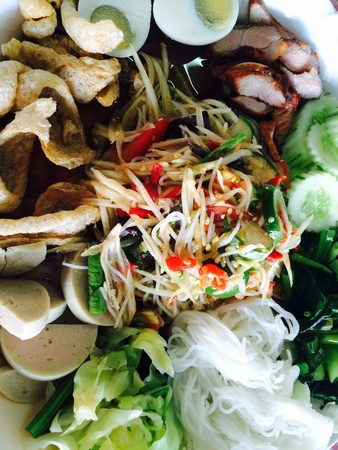 green papaya salad: green papaya salad