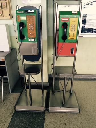 impart: Public telephone