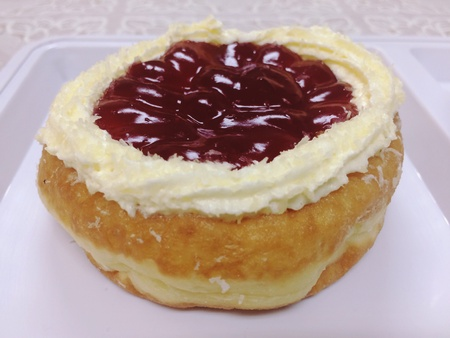 Donut bread topped with strawberry sauce