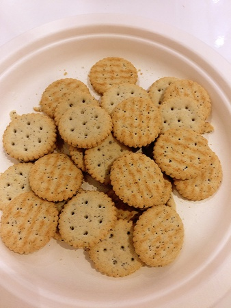 sample tray: Sample bread crackers placed on a tray