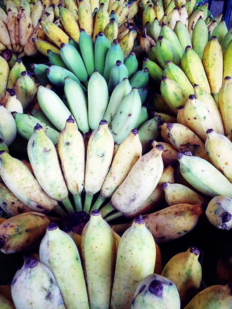 banana is not ripe sold in the fruit and vegetable market