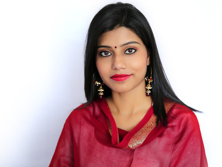 Mooi Indisch meisje in traditionele Indiase salwar shuit. Stockfoto