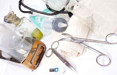bureta: Medicina profesional establecida sobre fondo blanco  Foto de archivo