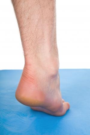 pied m�le sur tapis bleu Banque d'images