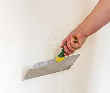 putty knives: home improvement - putty knife in hand