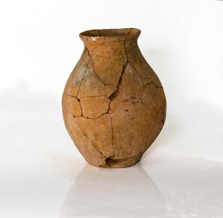 fragments de poteries anciennes détruit des fouilles Éditoriale