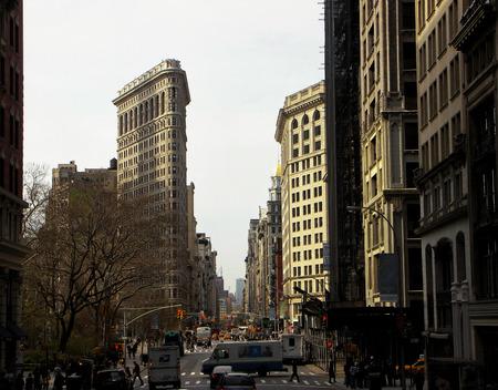 ニューヨークのフラットアイアン ビル。マンハッタンに位置するこの象徴的な三角形の建物 報道画像