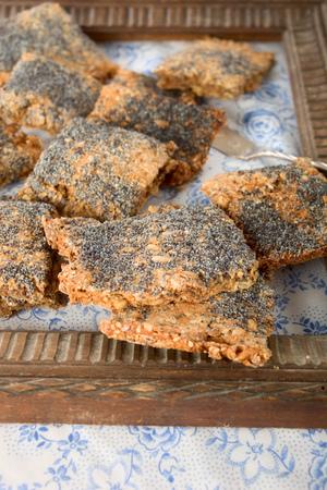 sesame cracker: Crisp bread