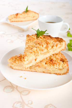 to crumble: Apple crumble cake