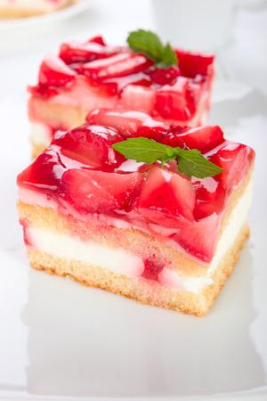 cream on cake: Strawberry cream cake