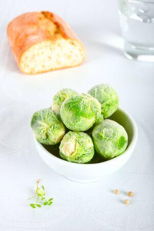alimentos congelados: coles de Bruselas congeladas