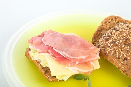 jamon y queso: Jam�n s�ndwich de queso Foto de archivo