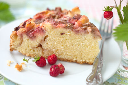 Cake with strawberry and rhubarb.