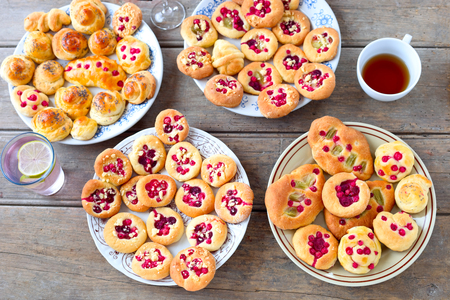 Sweet yeast rolls with red currant