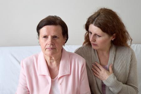 Senior mother and daughter talking 免版税图像