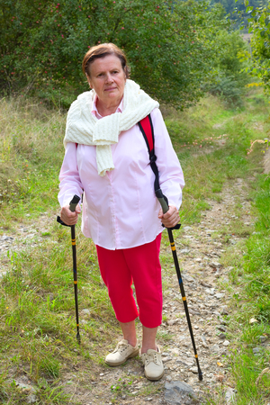 Senior lady nordic walking Banque d'images