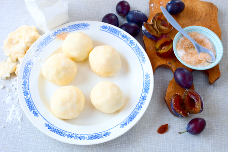 Raw plum dumplings Banque d'images