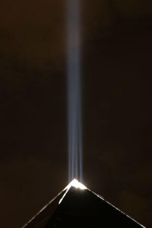 luxor hotel pyramid with light at night inlas vegas
